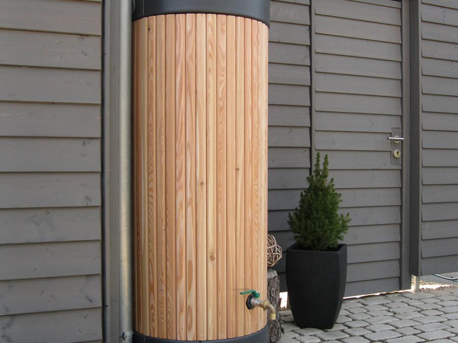 REALWOOD rainwater column tank in larch